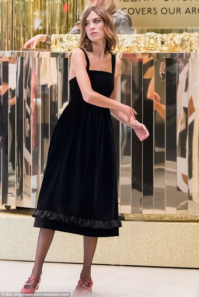 Alexa Chung dresses her statuesque frame in chic black pinafore ...