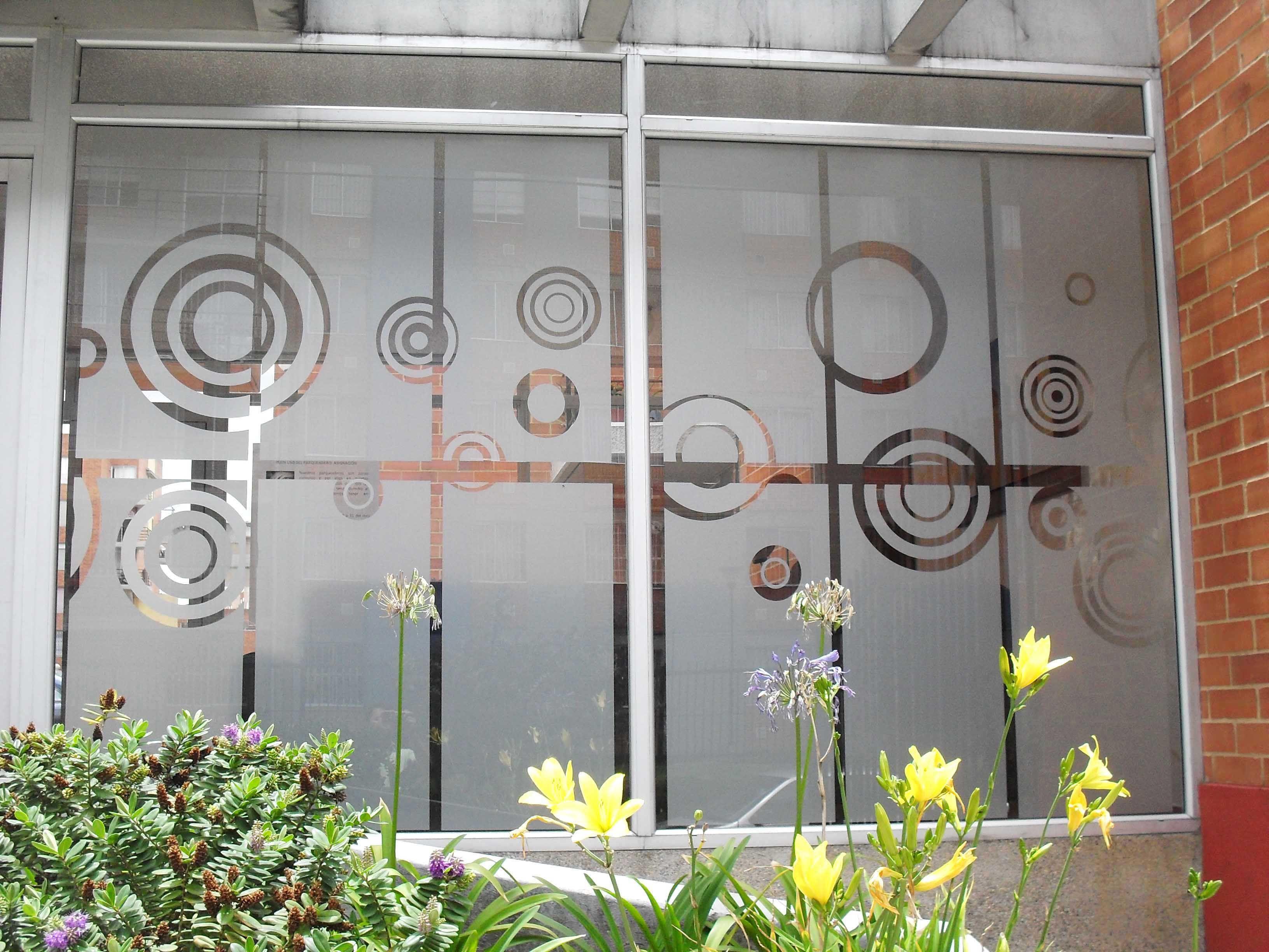 Fernando urrea dise ador decoraciones monarca facebook - Decorar cristales de puertas ...