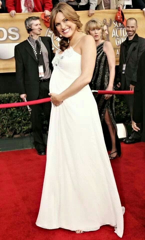 Mariska Hargitay Wedding Ring In A Beautiful White Gown Pregnant With Her Son