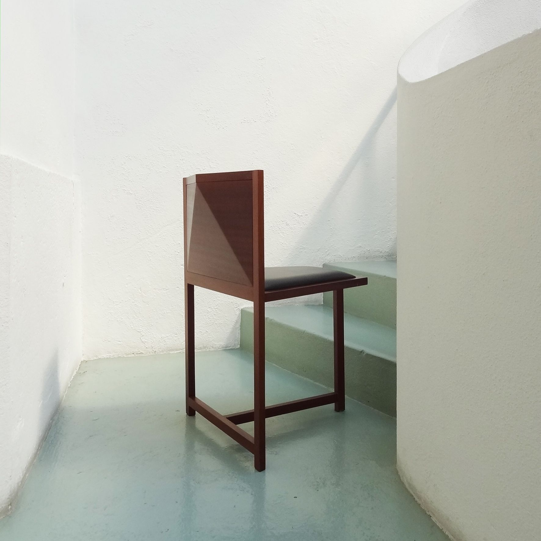 Muebles Alvaro Siza - Three Legged Chair By Lvaro Siza Mobiliario Pinterest[mjhdah]http://photos1.blogger.com/img/133/6247/1024/AS-d.jpg