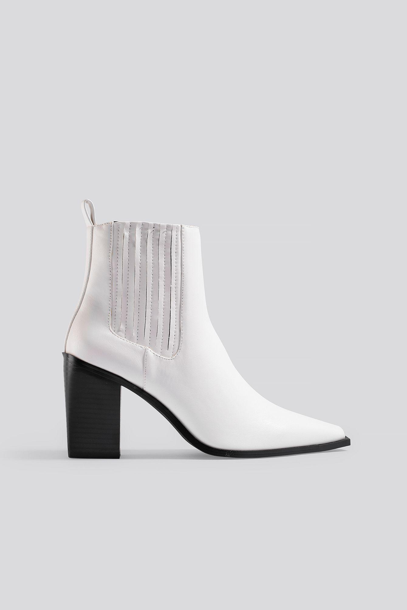 Pointy Block Heel Boots Weiß