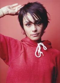Shannyn Sossamon.  She looks so amazing with this haircut.