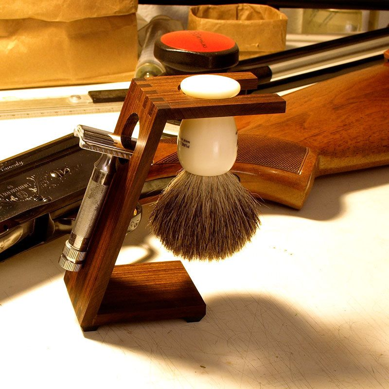 Wood Shaving Stand for Safety Razors Bolivian Rosewood