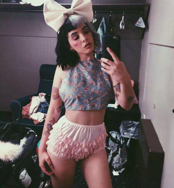 bow, cry baby, cute, indie, melanie, melanie martinez, pastel, pink, she's a joke, worst music ever