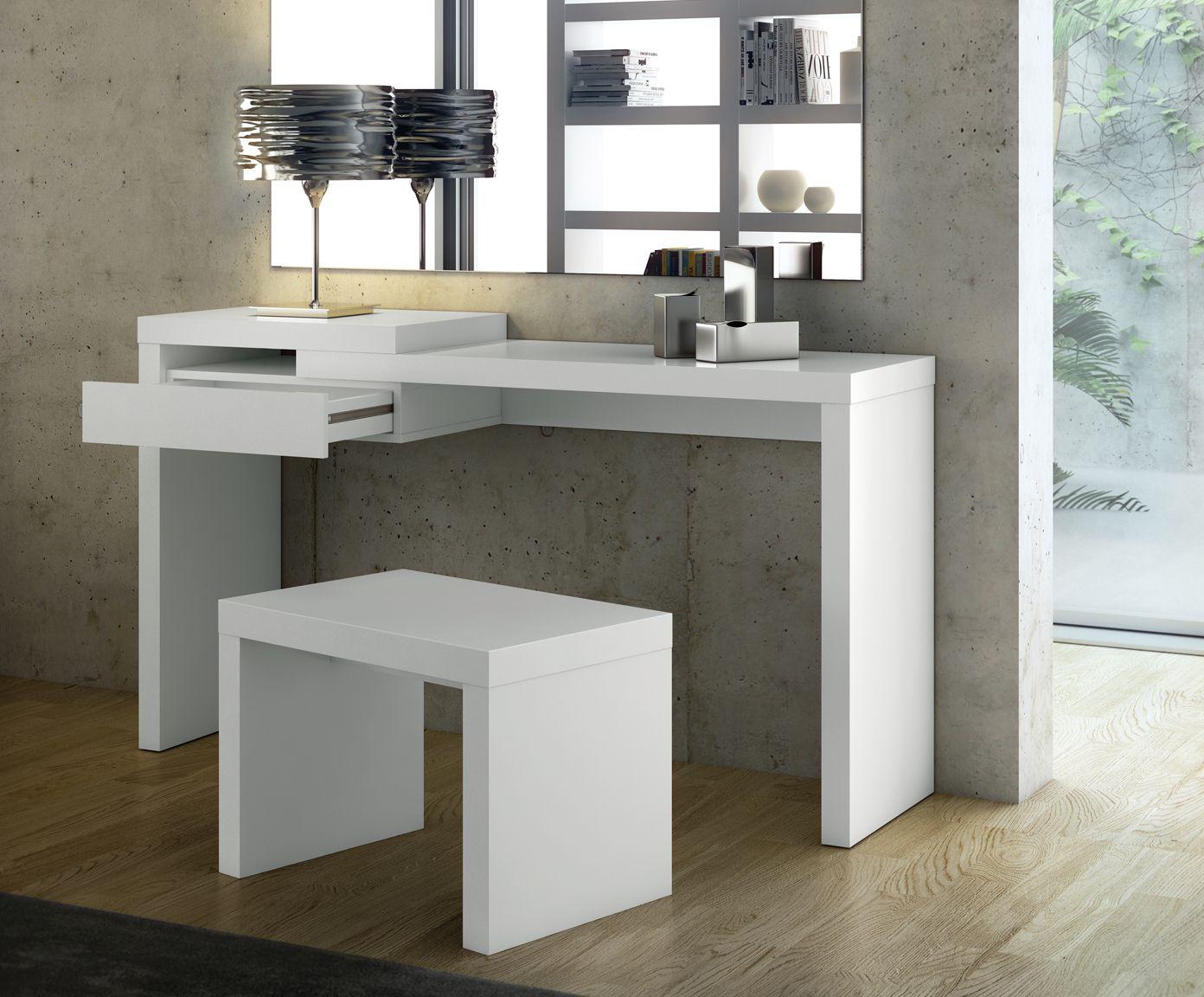 Alltagsheld Verwenden Sie diesen Tisch als Arbeitsplatz