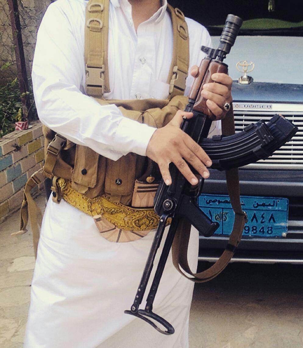 بين الأسود الضاريه قد تربيـت وقـت الشدايد ماأهـاب المـنيه اصلي يماآنى للمخاطر تحديـت شبيت من صغري على البندقيـه Yemen H Yemeni People Yemen Sanaa Yemeni