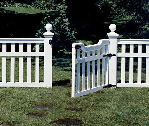 build a picket fence an elegant picket fence that 39 s easy. Black Bedroom Furniture Sets. Home Design Ideas