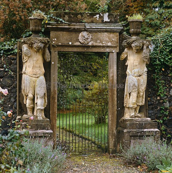 Old Garden Statue: Statues Flank This Old Garden Gate At Charlton House In