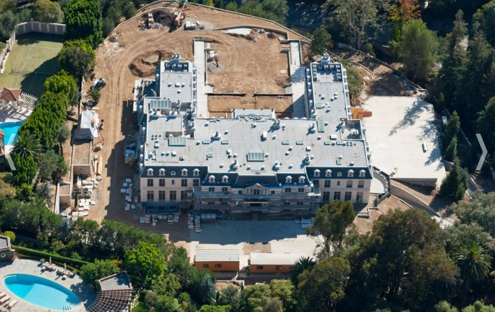 Los Angeles S Biggest House Is Under Construction In Bel Air Mansions Mega Mansions Big Houses