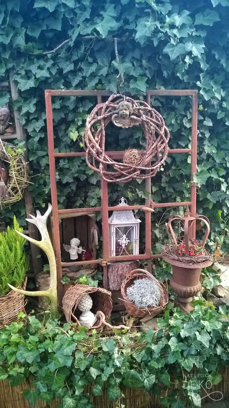 Decorate Old Window In Garden Gardens Are Don T Just For Lawns And Domestic Participate In Fields Diy Garden Projects Garden Art Projects Backyard Decor