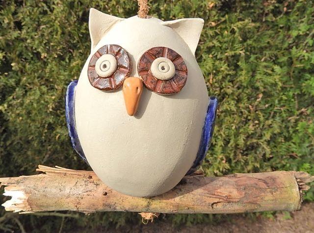 Eule+hängend+Ast+Holz+Keramik+Blau+Frostfest++von+Kleine+Töpferei+ - gartendekoration aus holz