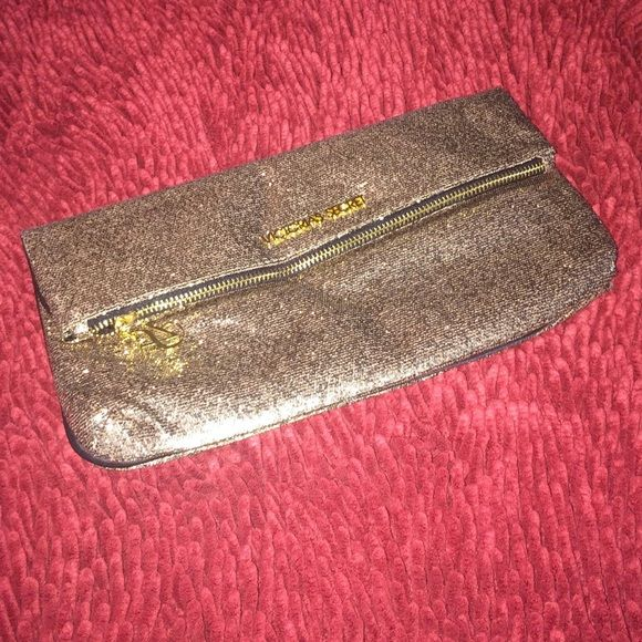 Victoria's Secret Gold Clutch NWT NWT VS Gold Fold Over Clutch with mirror. There is a pocket inside for the mirror but you could always use it for cards or something! Great size clutch! Perfect for a night on the town! ❌TRADES❌PAYPAL. ✅OFFERS✅BUNDLES Victoria's Secret Bags Clutches & Wristlets