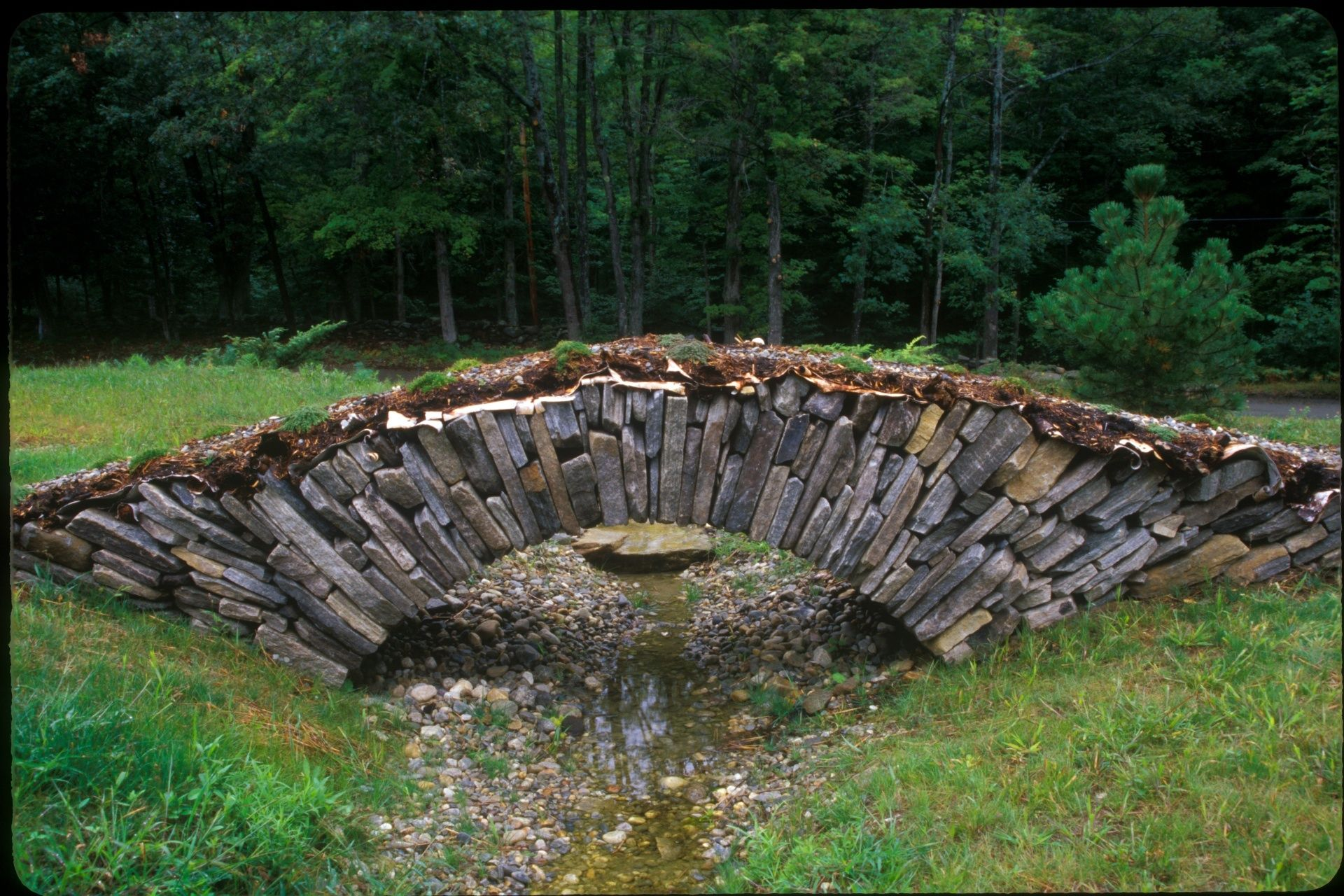 Dan snow gallery of installations and works in dry stone for Granite garden bridge