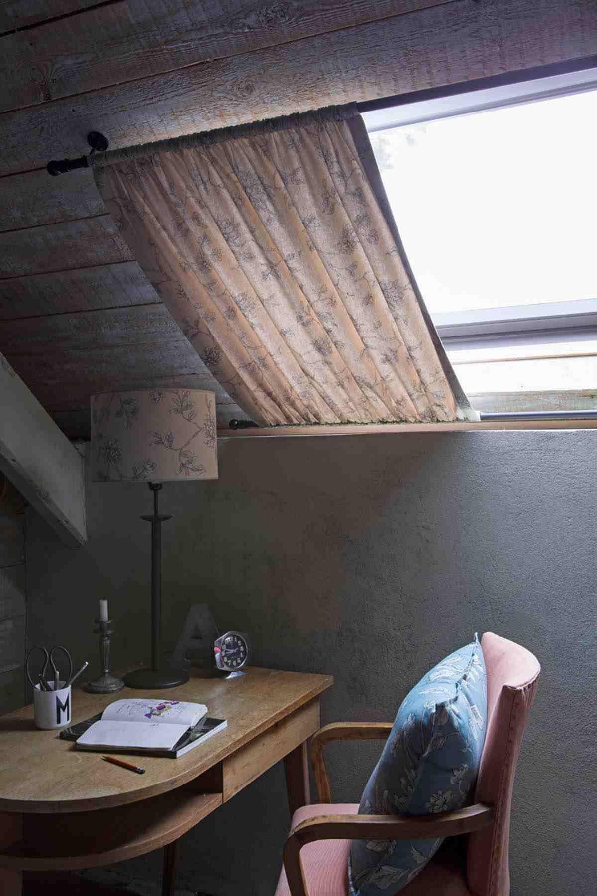 Comment Habiller Un Velux Avec Des Rideaux rideaux coulisses design idée chambre fenetre de toit   idée