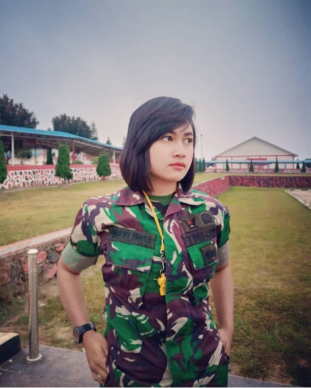 Pin oleh Puspita di Aparat Wanita, Militer