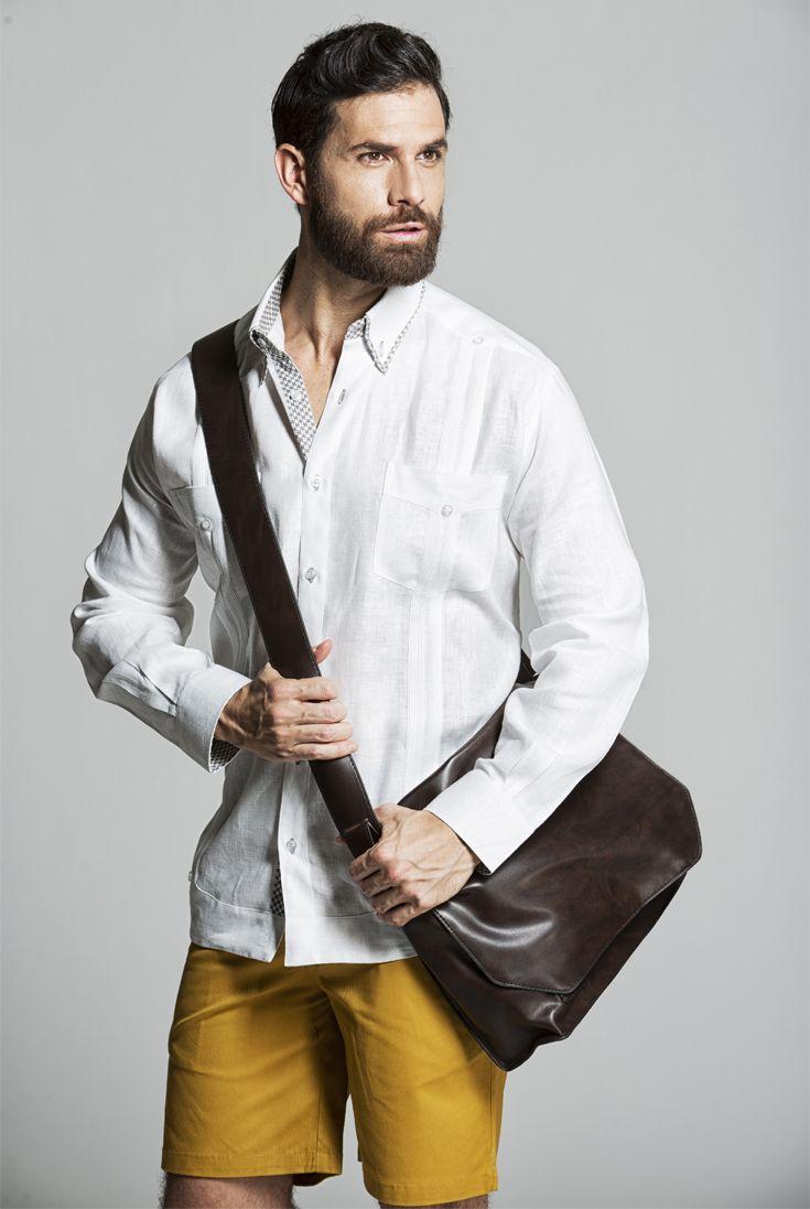 2aec2116143b0 Combina tu Yucabana con shorts tipo bermuda para obtener un look casual.   guayabera  bermuda  outfit  casual  linen  lino  musthave  trendy