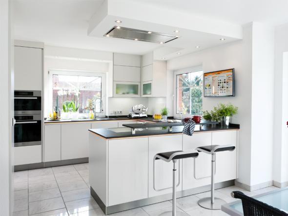 Offene Küche in Weiß Kitchens, Ceiling and Interiors - offene küchen beispiele