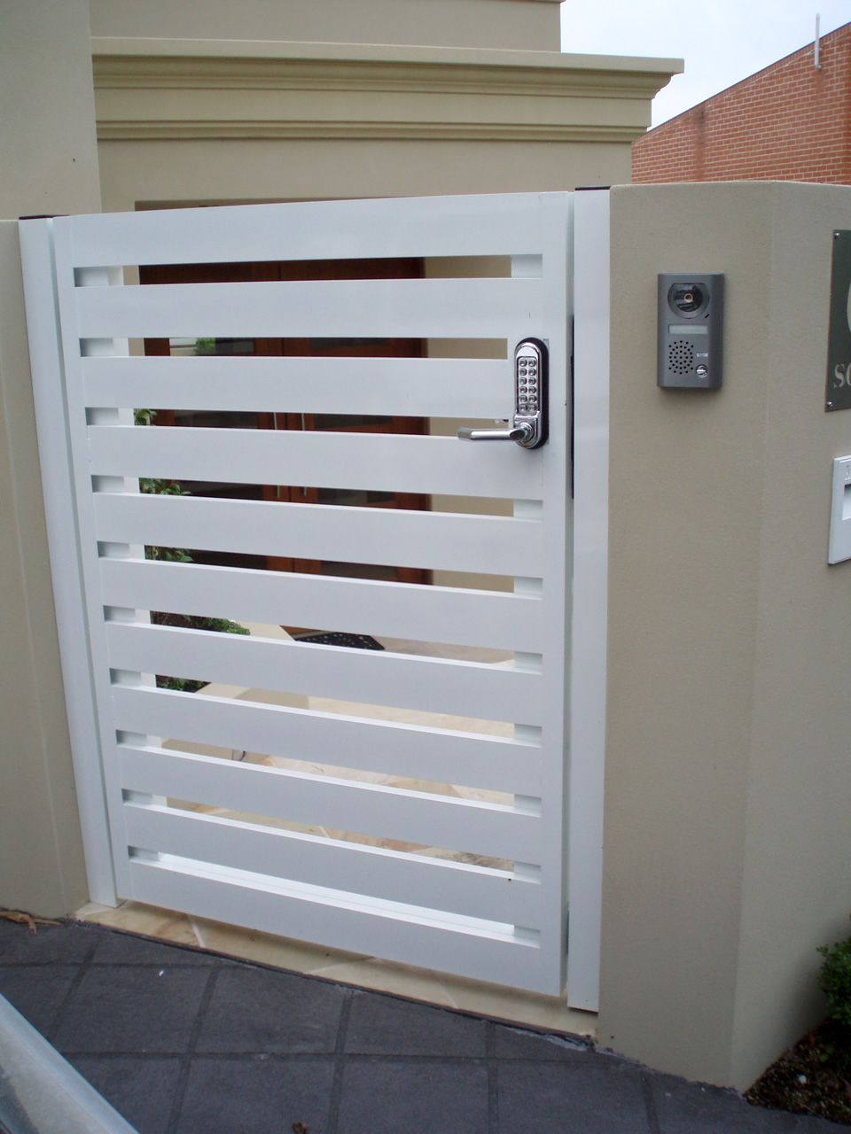 G14 Aluminium Horizontal Slat 100mm Wide Gate With
