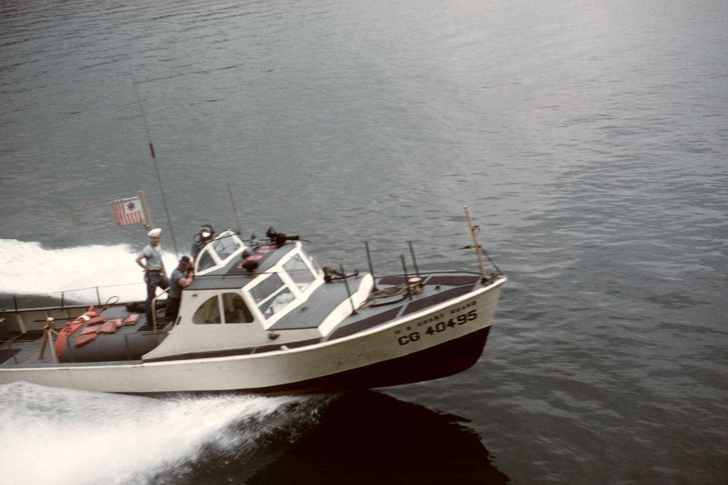 40495 UTB Underway Coast guard, Us coast guard, Fishing