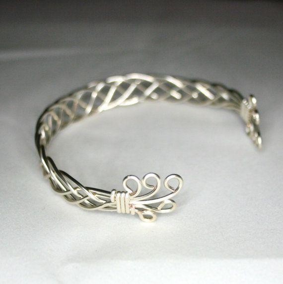 best 25 celtic bracelet ideas on pinterest celtic knot. Black Bedroom Furniture Sets. Home Design Ideas
