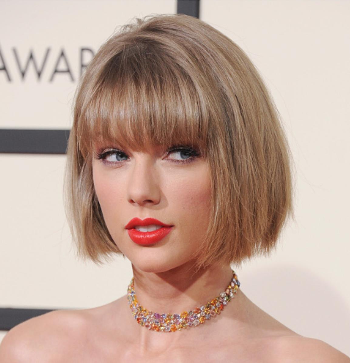 Taylor Swift Short Bob With Straight Bangs Short Hair With Bangs Short Bob Hairstyles Bob Hairstyles