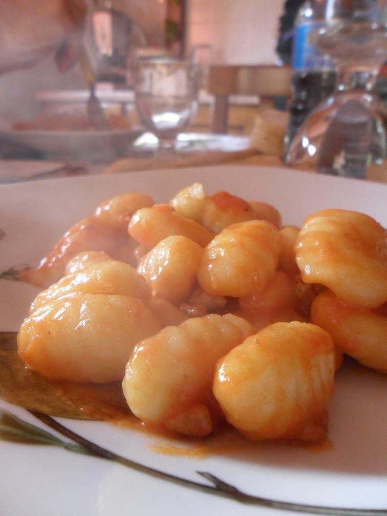 Gnocchi with ragù - the must dish of thursday in Italy