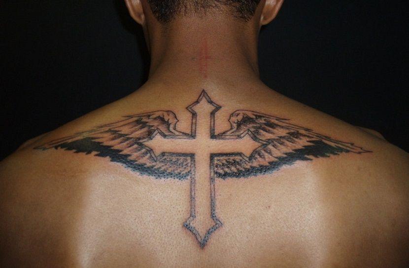 Tatuajes De Cruces Para Hombres Tatuaje De Cruz Con Alas Tatuaje De Cruz Tatuajes De Alas