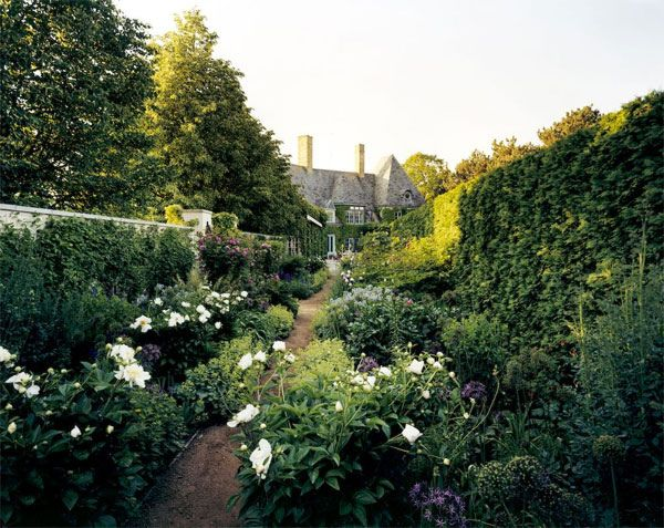 english manor and gorgeous gardens
