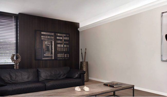 Stuckleisten dekorieren -led-beleuchtung-wand-wohnzimmer-kaltweiss - wohnzimmer deko wand