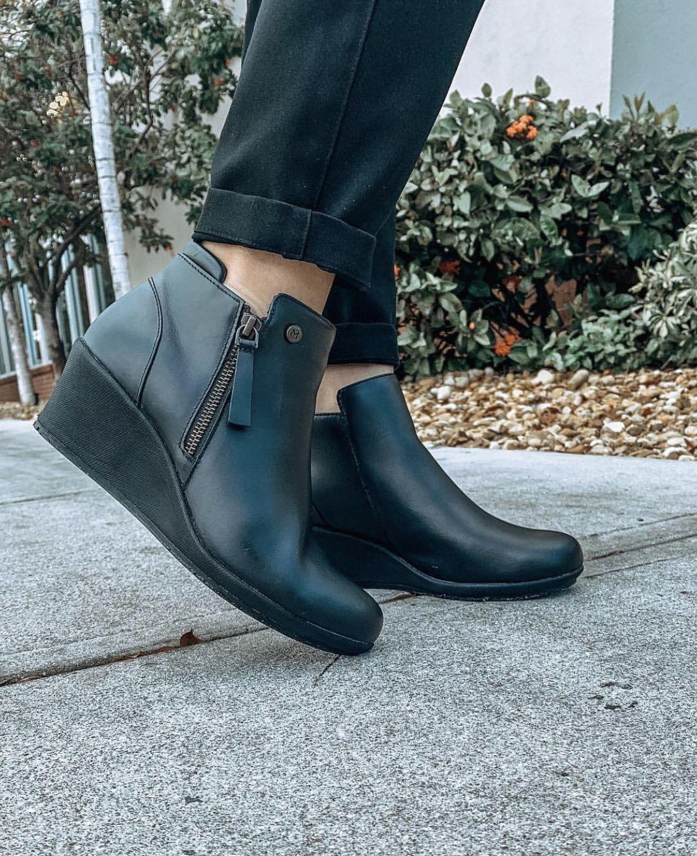 MOZO Lola - Black / Women's   Slip
