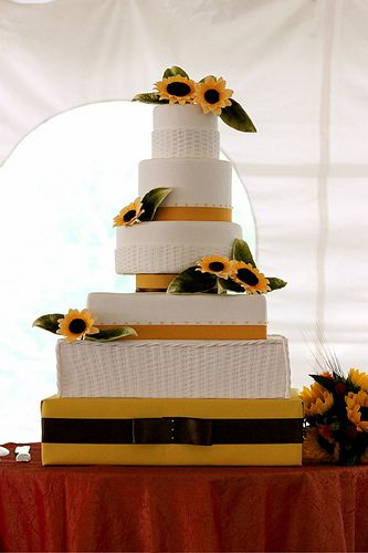 Http Cakedecoratingcoursesonline Cake Decorating Sunflower Wedding Create Your Own Learn How To Decorate Cakes Visit