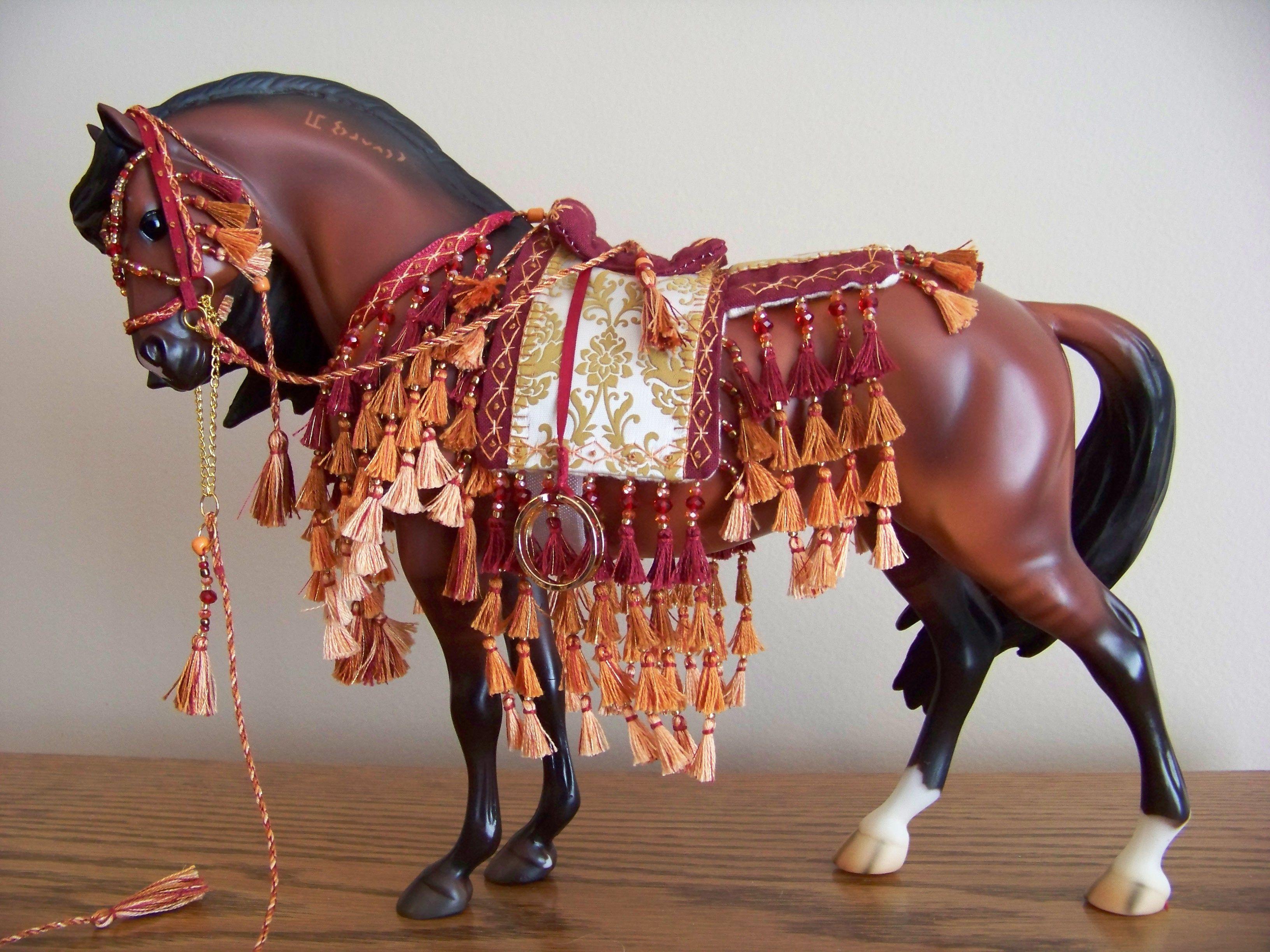 CM Arabian costume set - 341 - on Breyer Padre