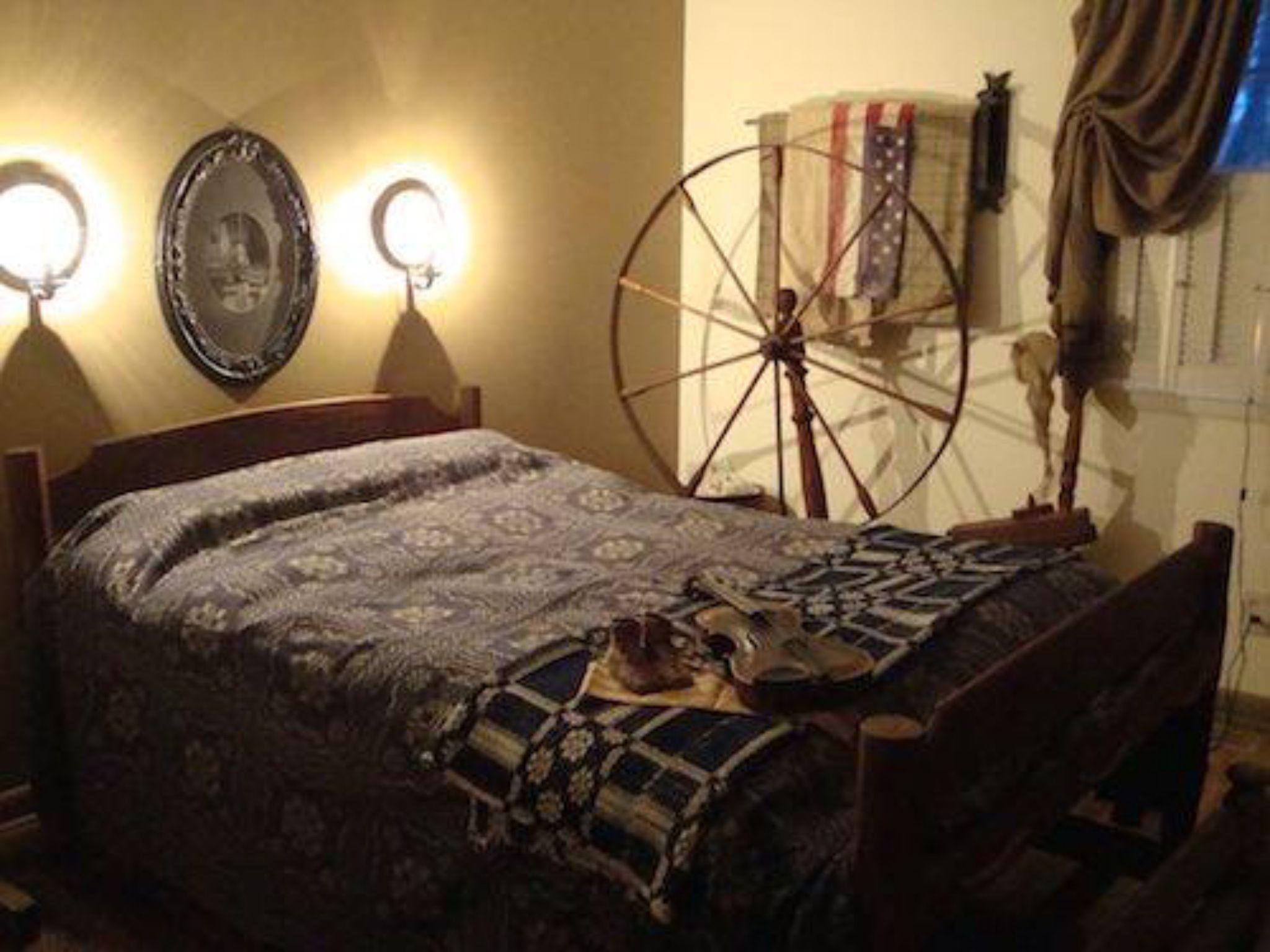 Pin by Yolanda Iding on Primitive Bedroom Primitive