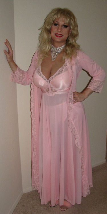 "66ba3c18a6aab jacquelineandauntie: ""Pretty in pink nightdress and robe- so feminine and  sexy """
