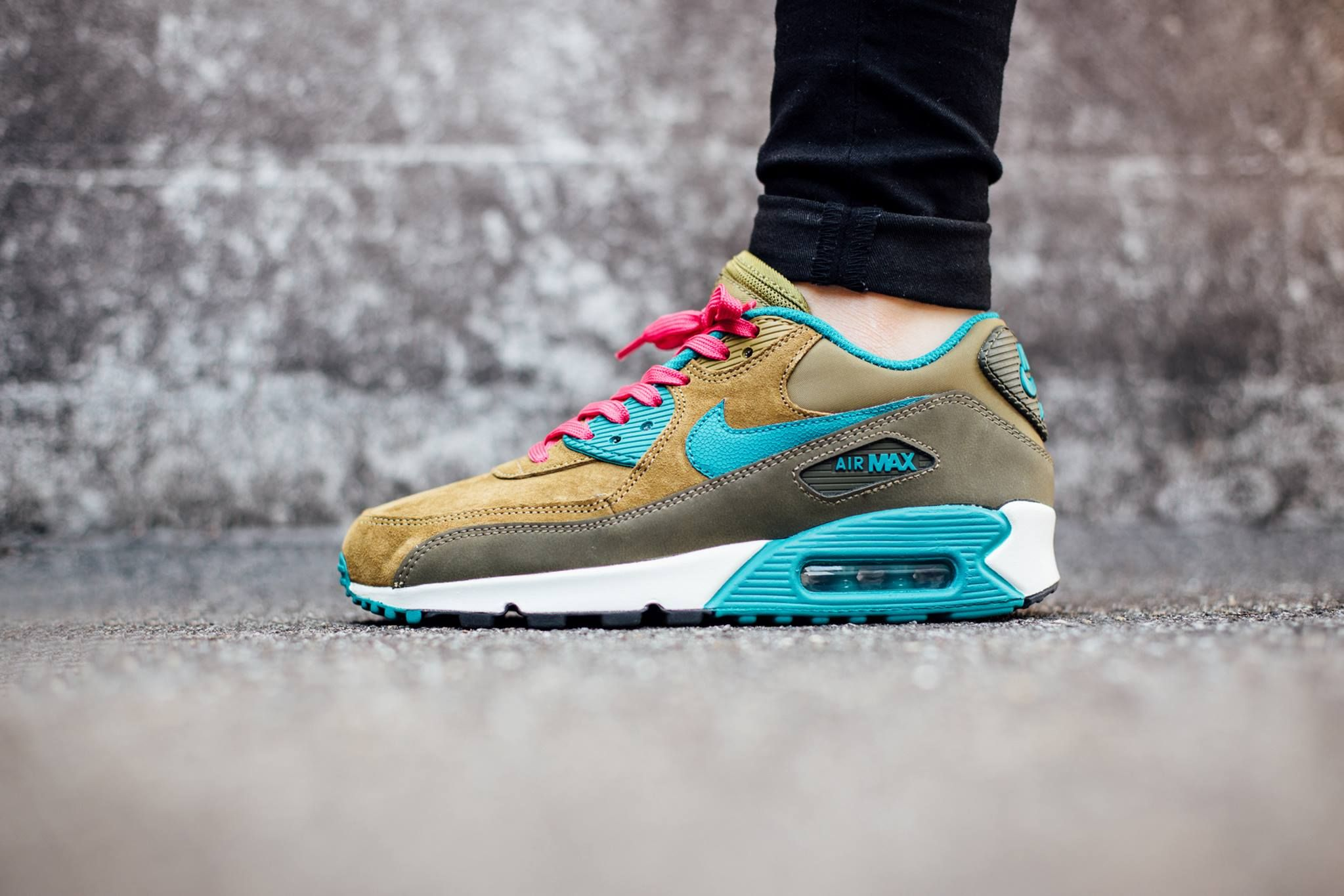 the latest d5c94 508a6 Nike Air Max 90 Women s, Dark Loden Radiant Emerald-Melt Green