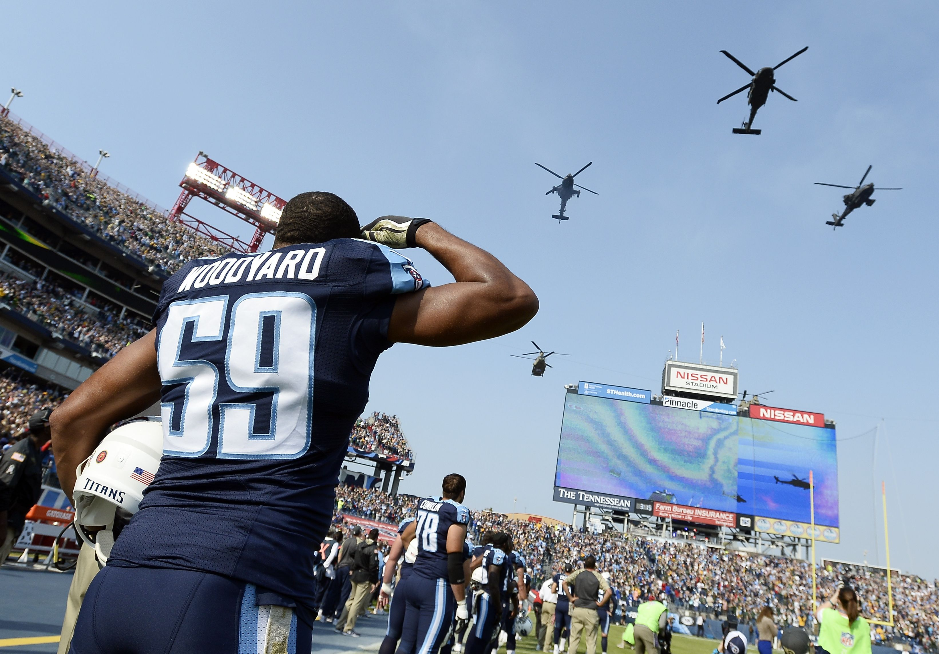 Titans Lb Wesley Woodyard Salutes A Pre Game Flyover Before The Titans Vs Packers Game In Week 10 D Titans