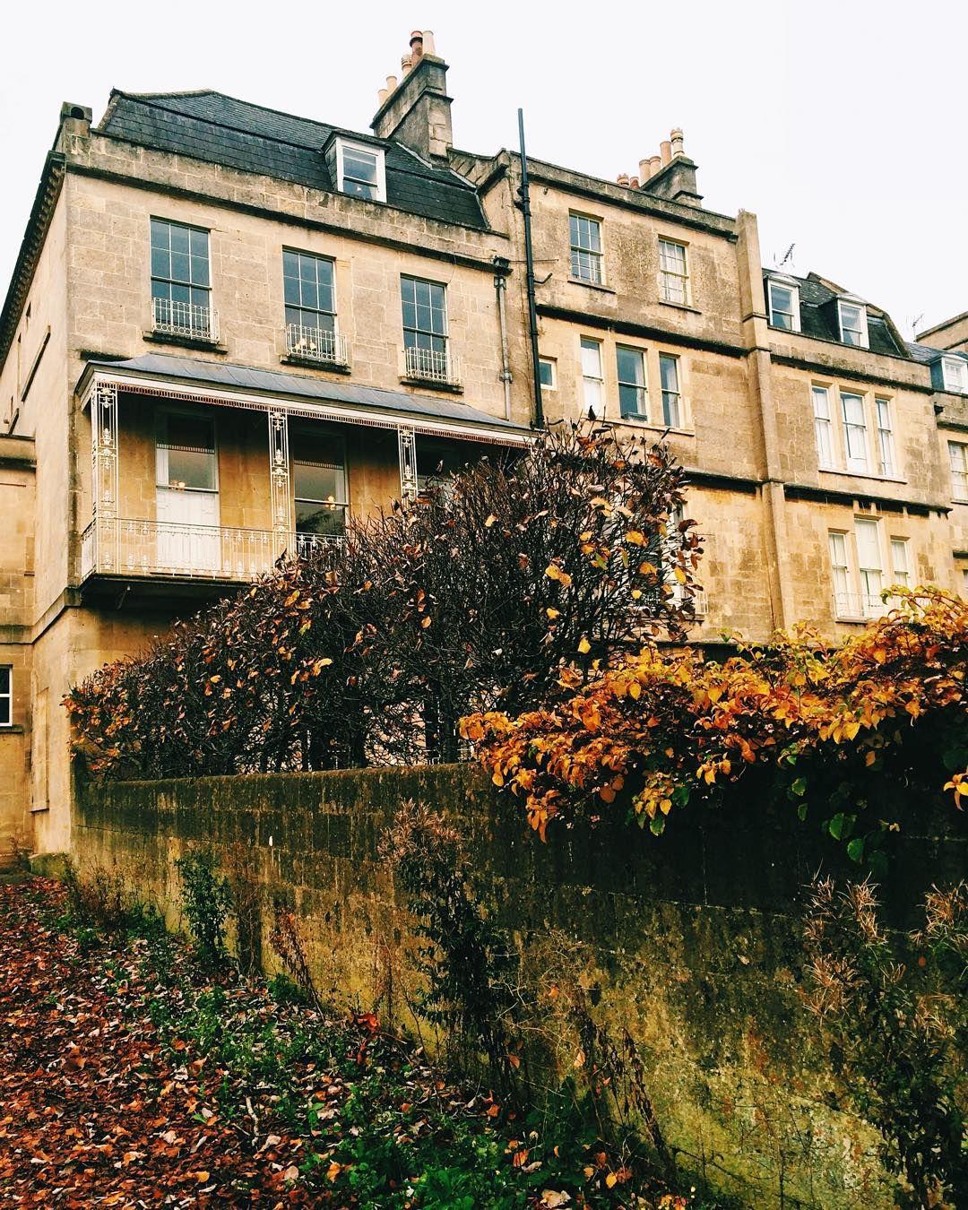 """""""Neighboring Royal Crescent. #besthome #autumn #autumninthecity #autumninbath #slowliving #colorsofbath  #bathisbeautiful #thisisbath #autumninuk…"""""""