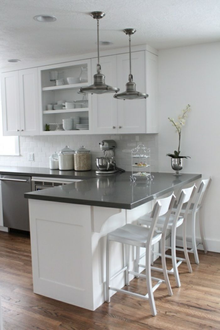 Découvrir la beauté de la petite cuisine ouverte! Cocinas, Gris y