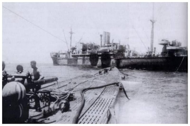 U-124 re-fueling at sea. | U-Boats (1903-1945) | Pinterest