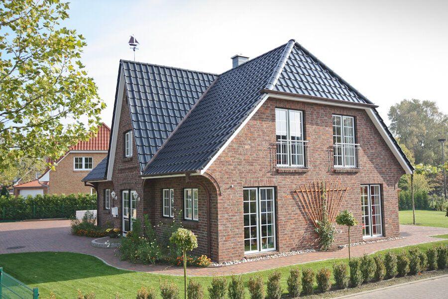 Landhaus mit Friesengiebel & Klinker Fassade