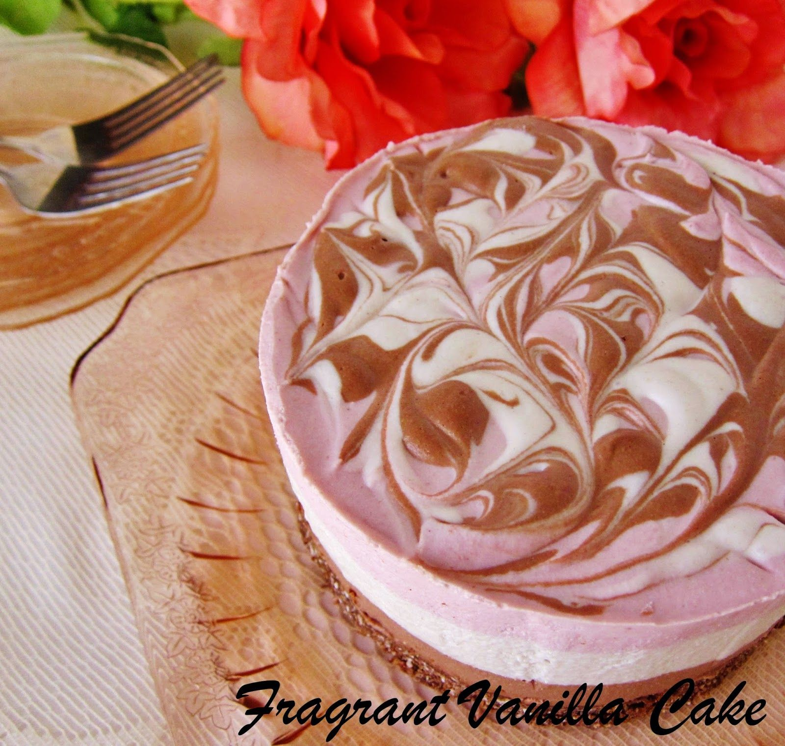 Fragrant Vanilla Cake: Raw Neapolitan Cheesecake, Blogaversary and a Giveaway!