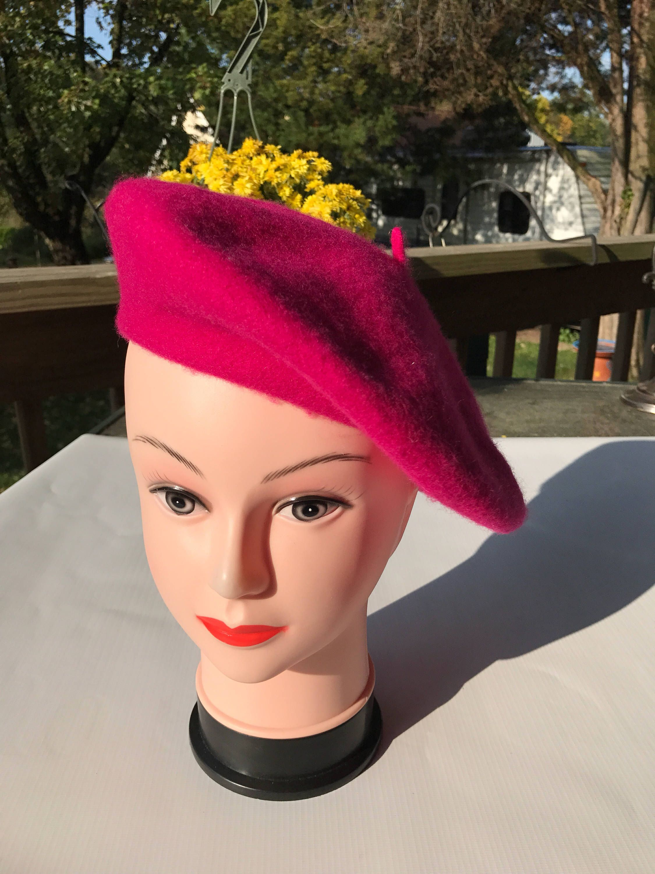 Vintage Raspberry Beret The Kind You Find In A Second Hand Store 95 Wool By Vintagerepurposement On Etsy Https Www Etsy C Vintage Second Hand Stores Beret