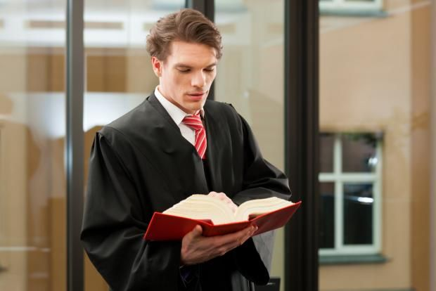 What Is The Difference Between A Legal Assistant And A Paralegal