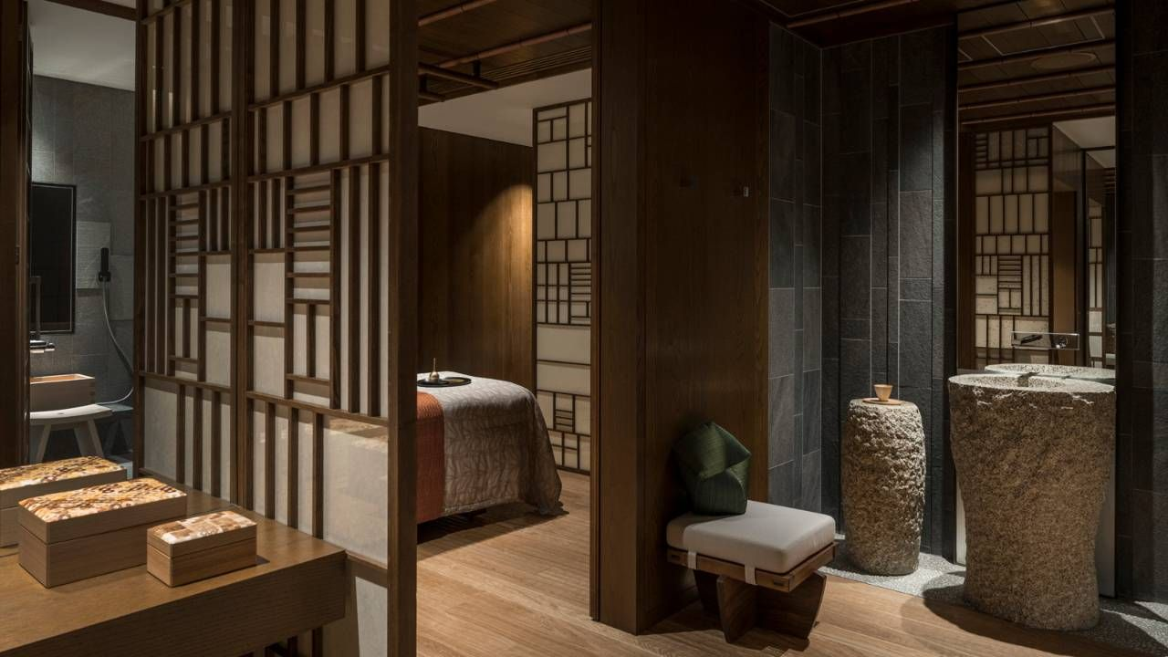 Kyoto Discover The Style And Vibe Of Today S Japan At A Brand New Hotel With An 800 Year Old Ikeniwa Pond Gard Luxury Hotel Four Seasons Hotel Stunning Hotels