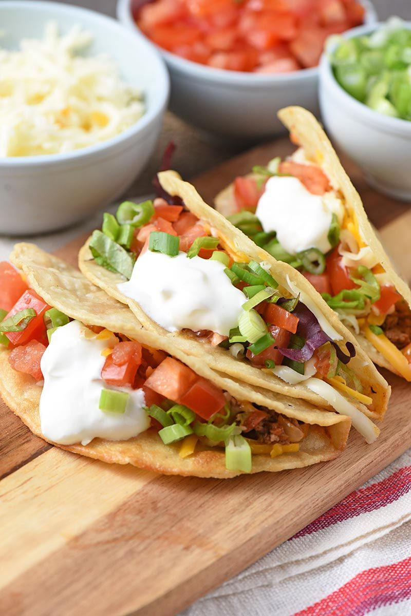 Best Beef Tacos Ever Made With Crunchy Fried Corn Tortilla Shells Seasoned Hamburger And Delicious Toppings Like Tomato Ground Beef Tacos Tacos Beef Recipes