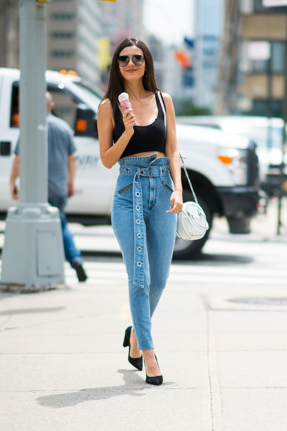 ab2aa6365 Victoria Justice   Victoria Justice in 2019   High waist jeans ...