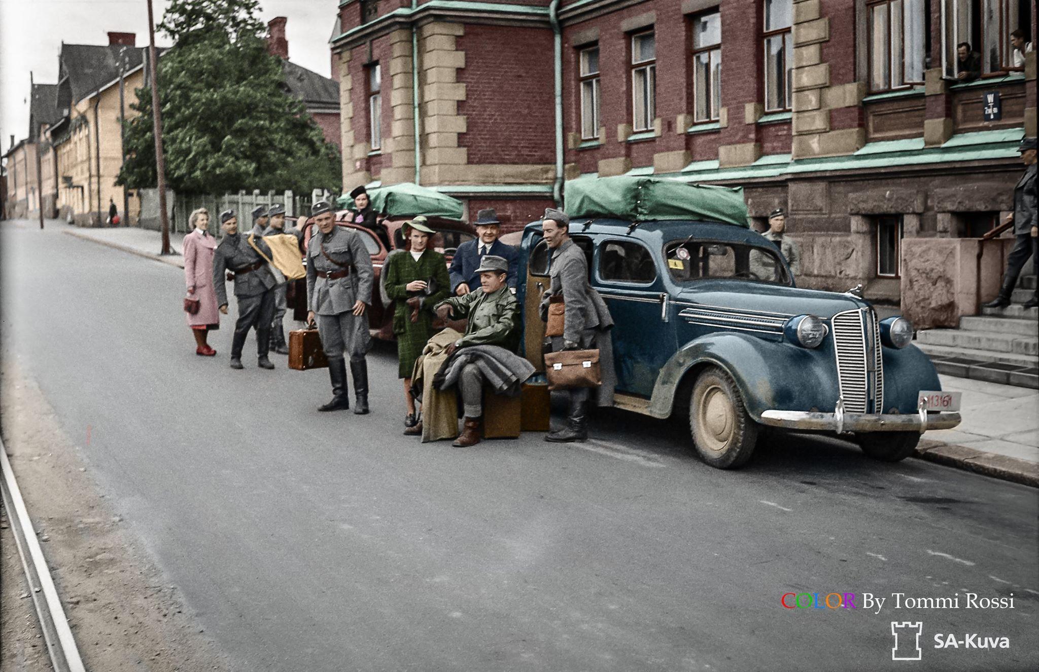 Tauno Palo viihdytysjoukoista, Helsingissä 1943 Wartime Entertainment Group in Helsinki 1943 ...