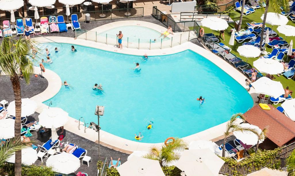 Piscinas De Nuestro Hotel En Málaga Globales Los Patos Park Pools At Our Hotel In Malaga Globales Los Patos Park Hotel Ma Parque Acuatico Piscinas Hoteles