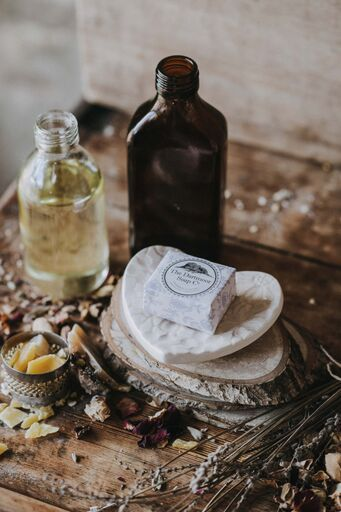 Handcrafted in Devon by our local ceramic artist Gill Dubey, these make a beautiful gift for any of the family #soapdish #artisansoap #artisangifts #handcrafted #local #handmade #oneofakind