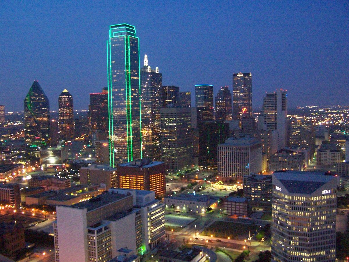 Dallas The Dallas Texas City Lights At Dusk Dallas City City Milan City